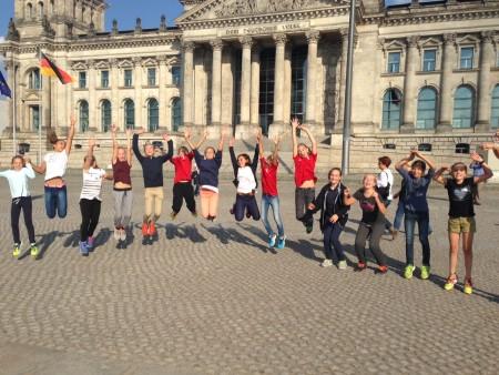 """""""Sprung""""-Training der B-Mädels vor dem Reichstag"""