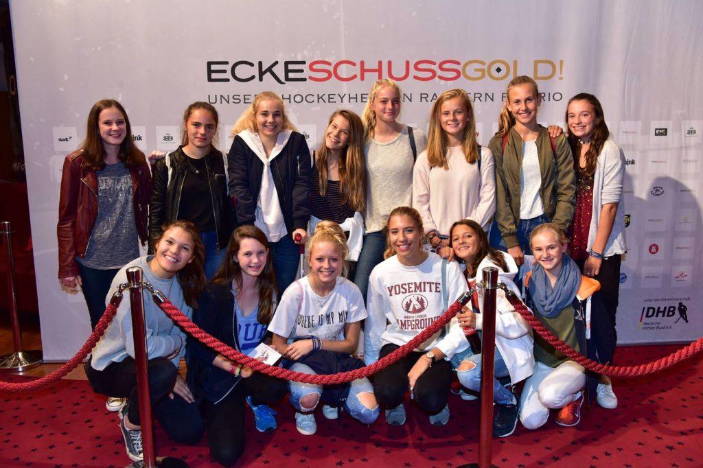 Feiern im Kino - die wJB bei der Premiere zum Hockey-Film