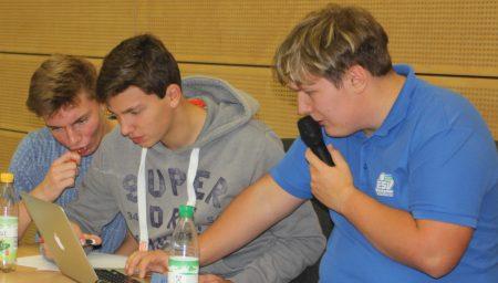 Läuft: Schiri-Koordinatoren (von li.) Max, Moritz und Emil haben alles im Griff